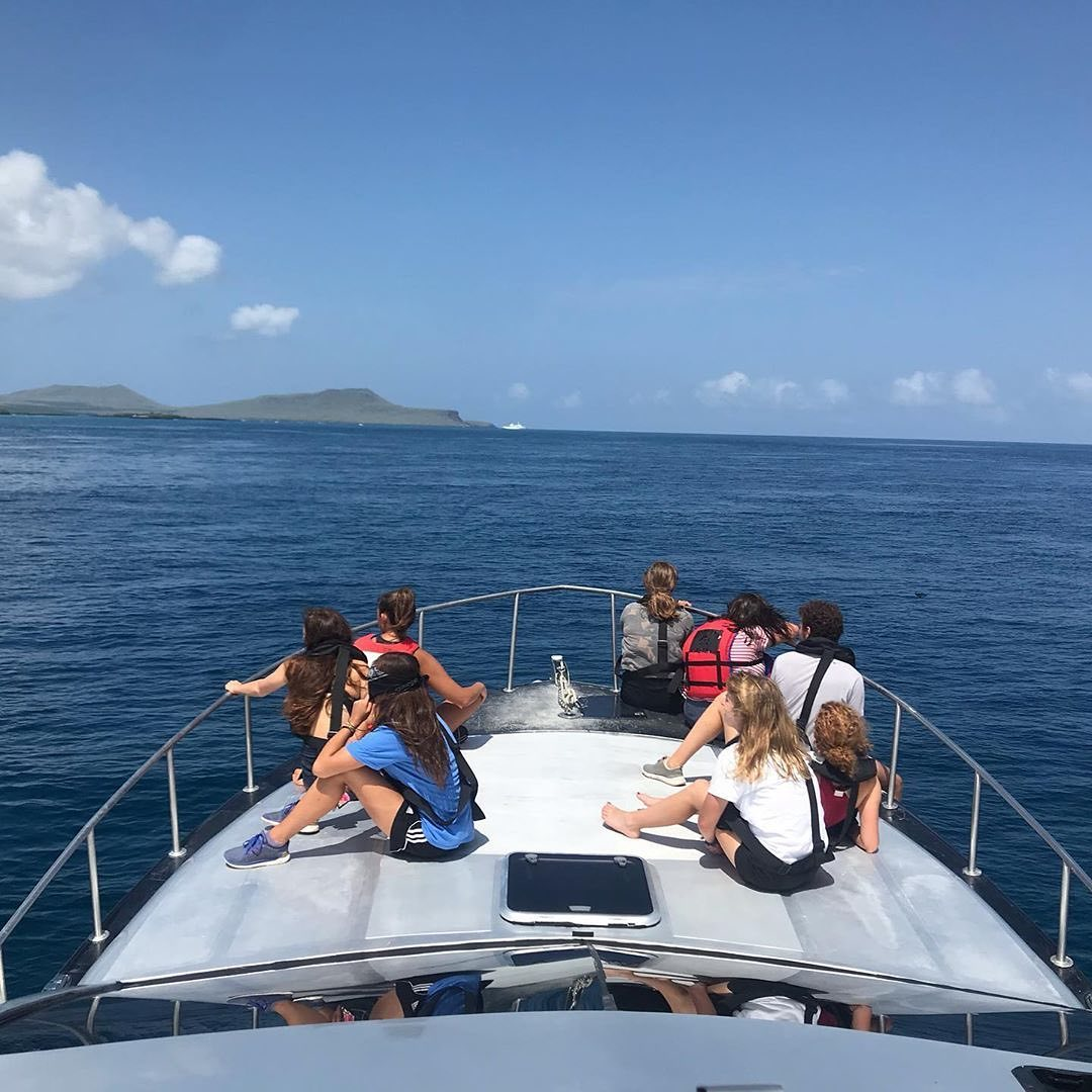 galapagos students on boat in middle of ocean