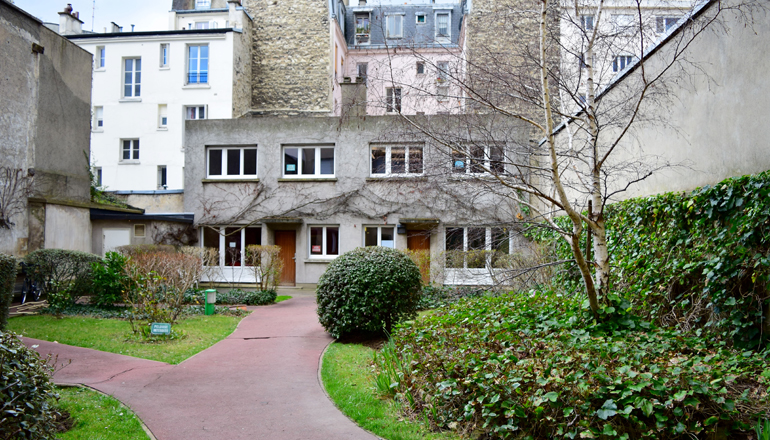 exterior of IES Abroad Paris French Studies Center with garden