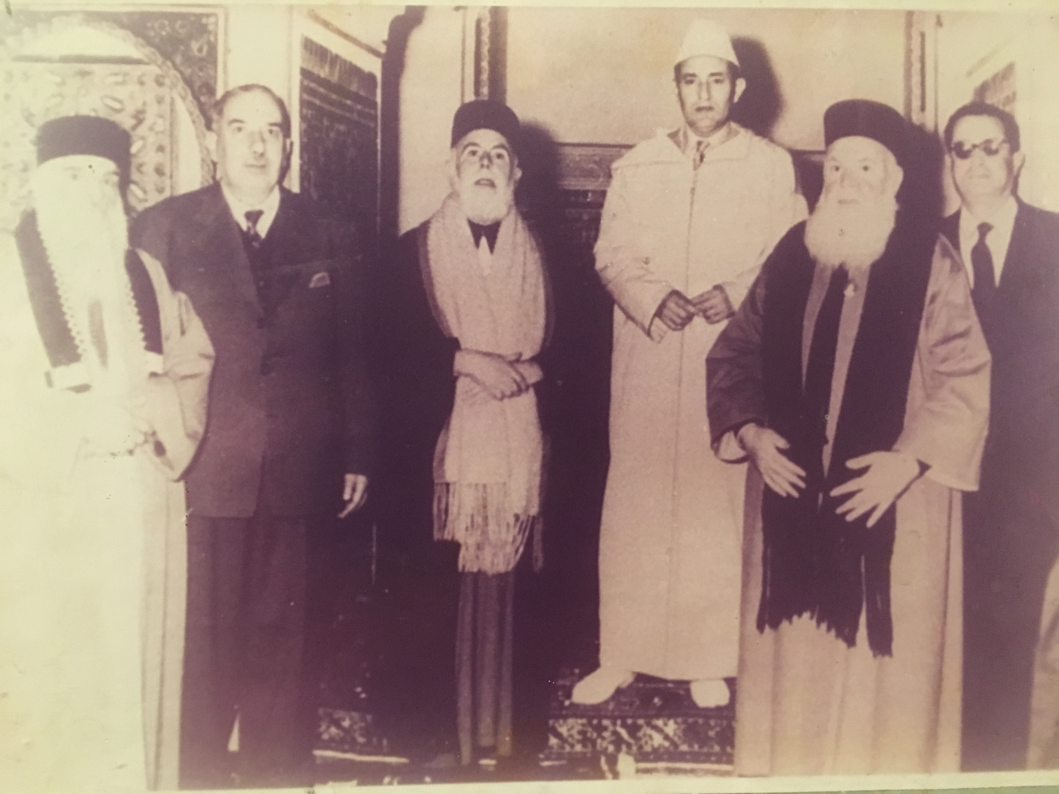 King Mohammad V with members of the Jewish community