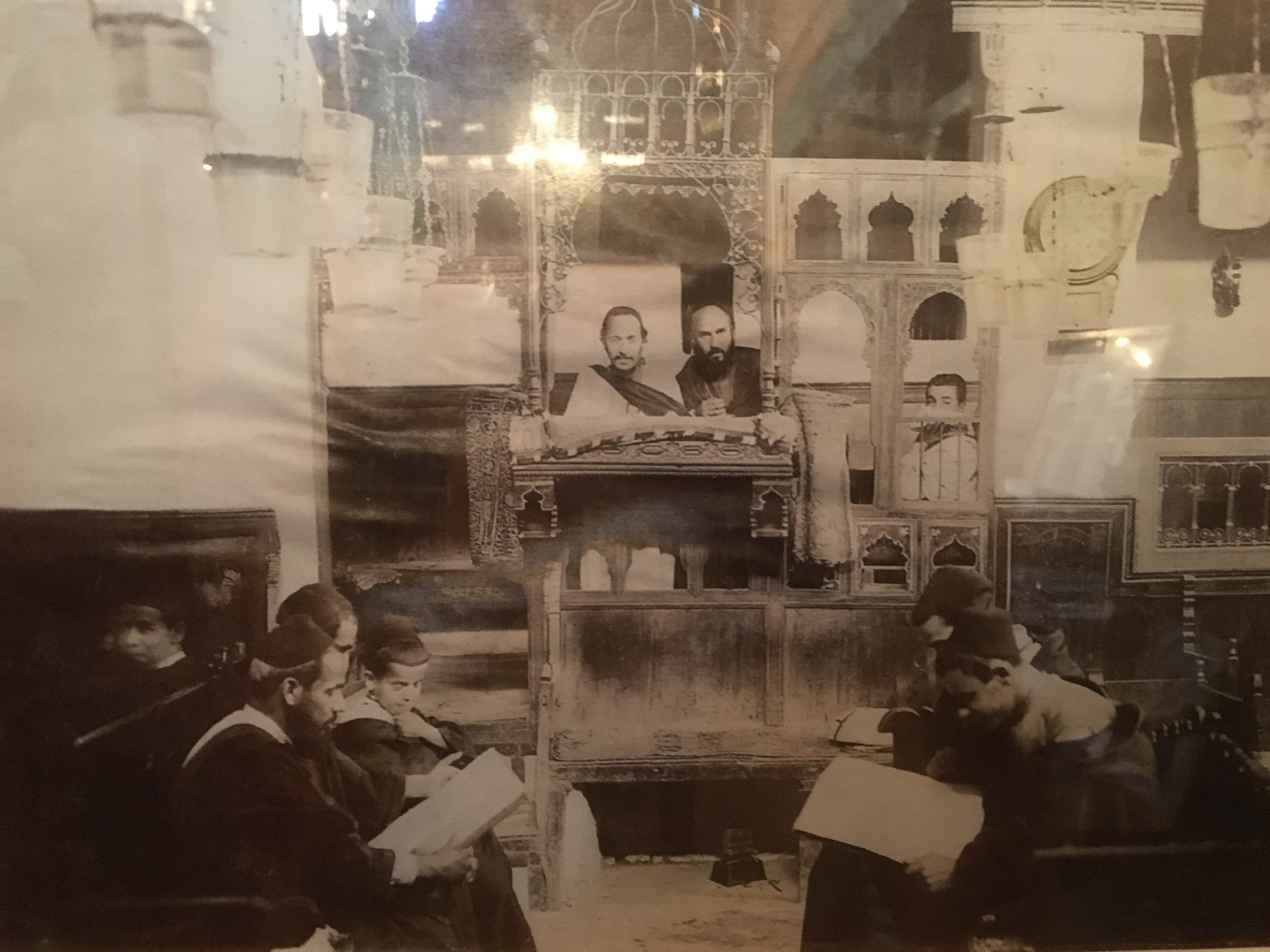 Old photo of the Ibn Danan synagogue and congregants