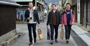 picture of three tokyo study abroad students with shopping bags