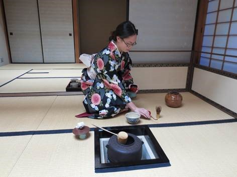 "Eunice Shek making traditional matcha tea in the ""Japanese Culture and Tea Ceremony"" class in Nagoya, Japan"