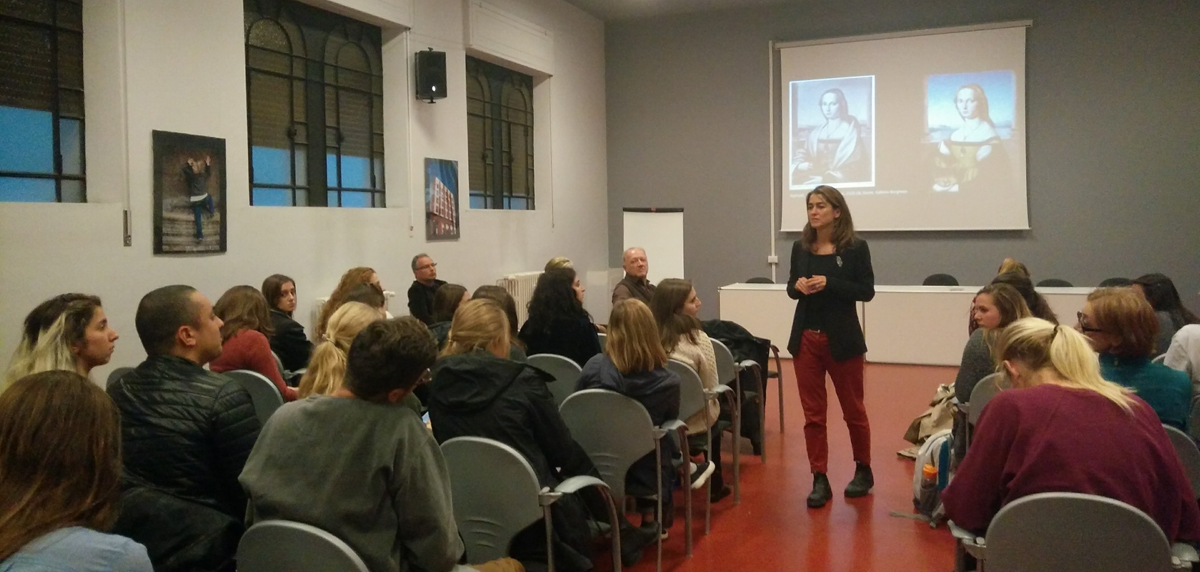 Guest lecture speaks to ies abroad students studying abroad in Rome