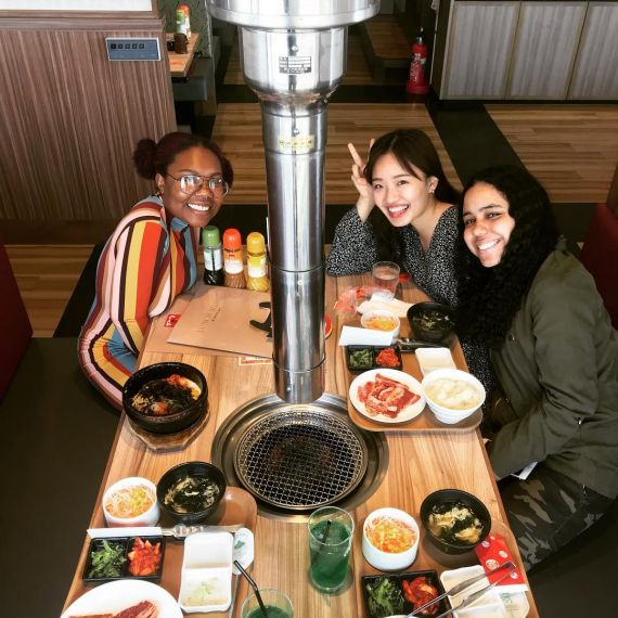 Students eating in Tokyo