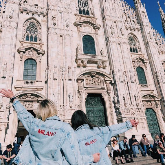 2 students in milan