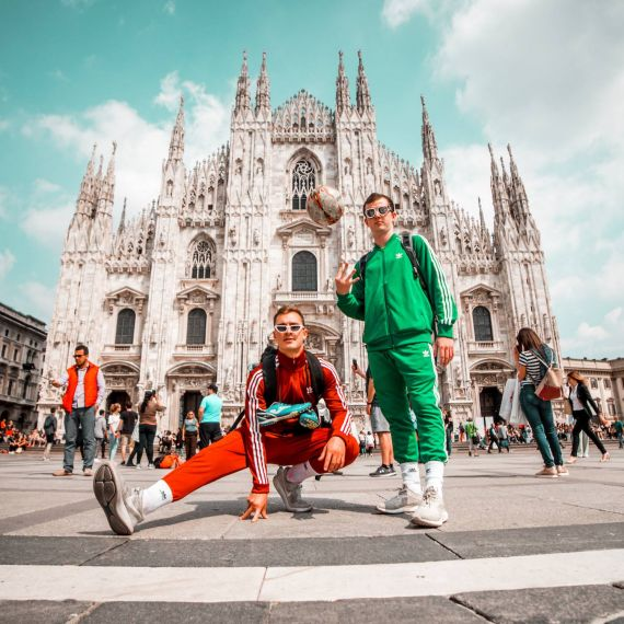 Two students in front of Duomo