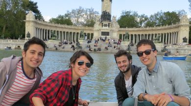 Madrid study abroad students in Retiro Park