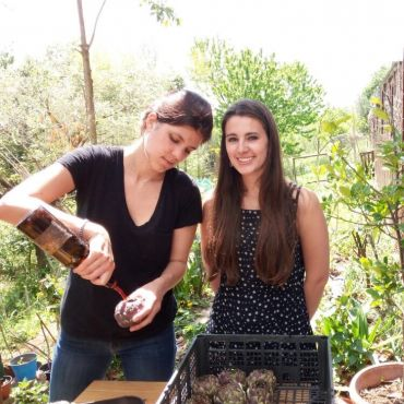Cristina (patiently) teaching me to make Roman Artichokes