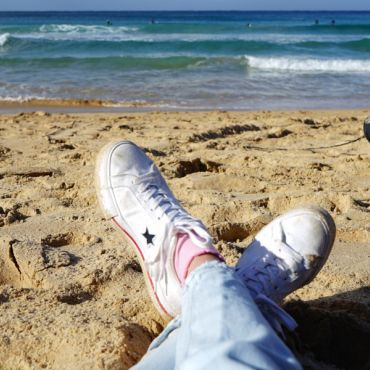 IES Abroad student hanging out on a sunny Sydney beach