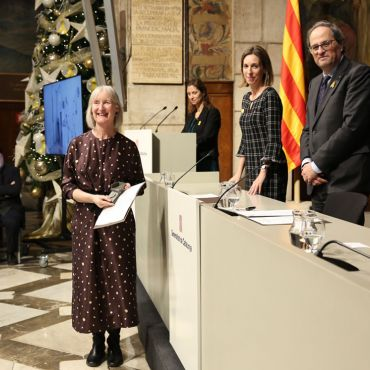 IES Abroad's Annie Michie receives a Diploma as Master Craftsman