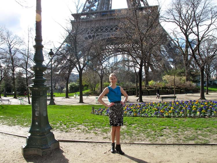 Student standing in front of the Eiffel Tower
