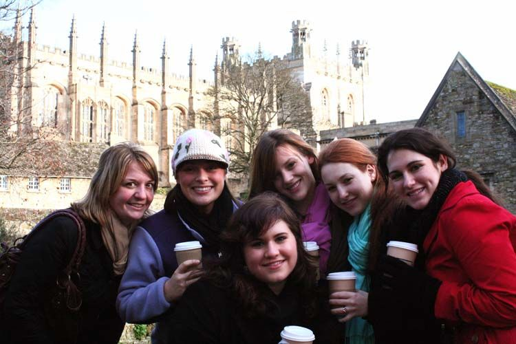 Students with coffee in Oxford
