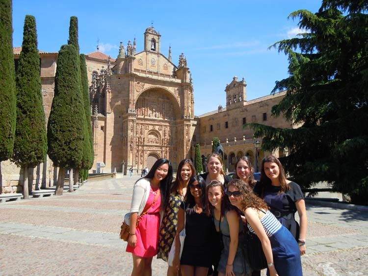 Students by the Convento de San Esteban