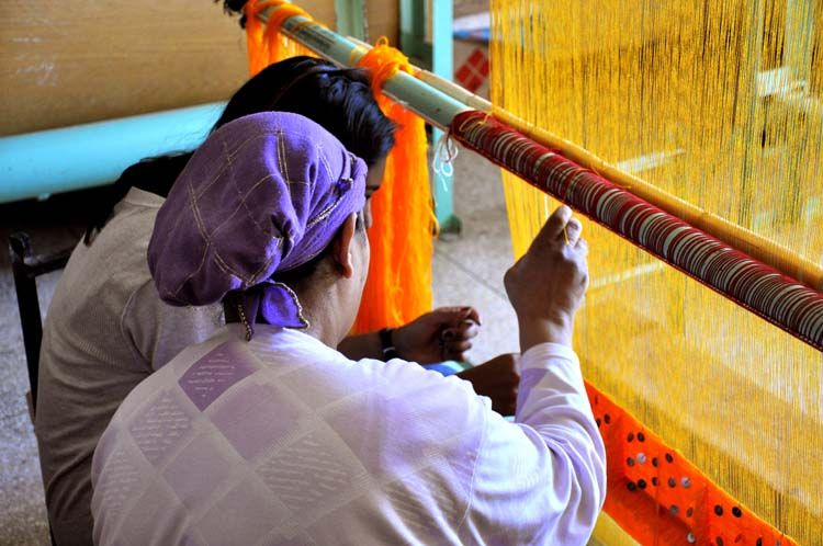 Learning about the art of weaving