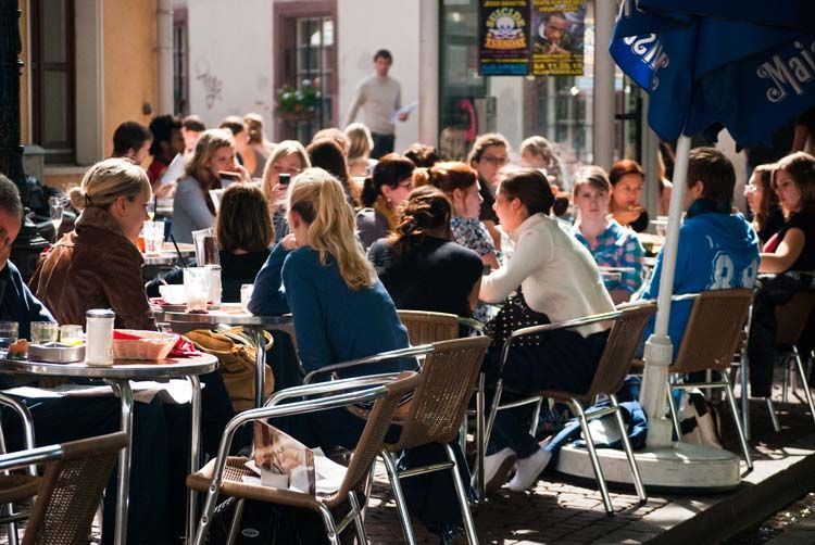 Students eating outside in Freiburg