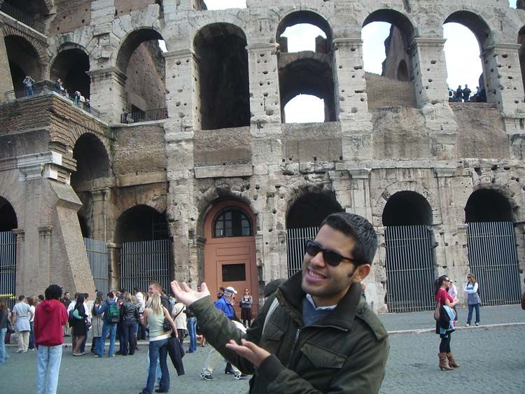 Rome student pointing to the Colosseum