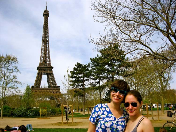 Friends posing by the Eiffel Tower