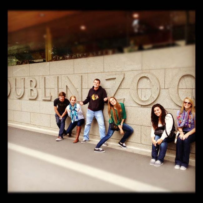Group of students standing outside the Dublin Zoo