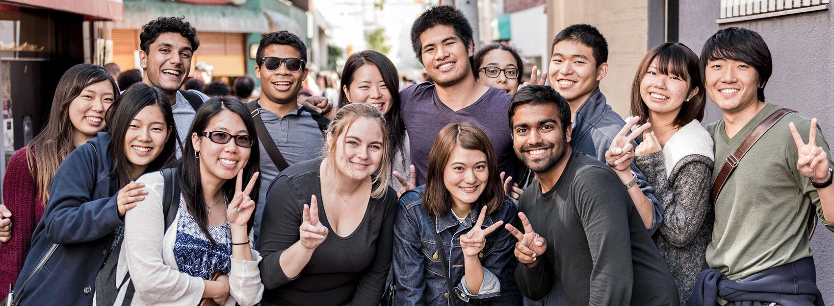 A group of Tokyo study abroad students holding up peace signs