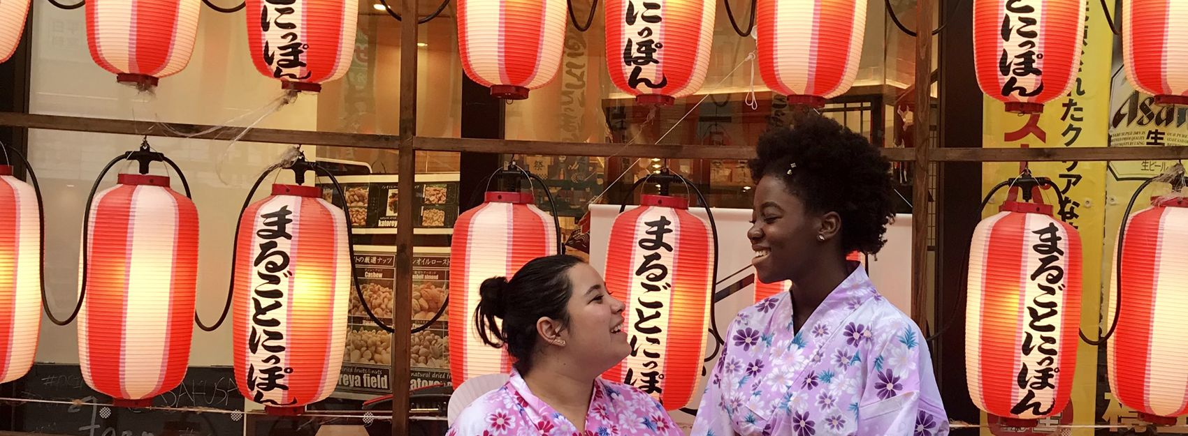 two Japan study abroad students in kimonos in front of lantarns