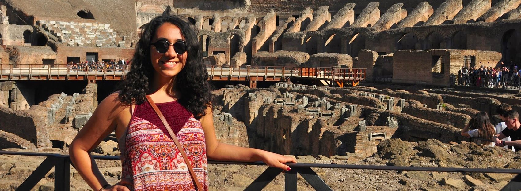 A Rome study abroad student at the Colosseum