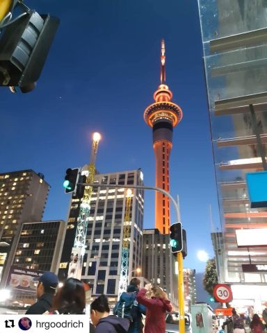A night out in Auckland ✨  Repost @hrgoodrich Fall 19 Auckland student. #studyabroad #iesabroad #skycity #skytower #auckland #aotearoa #newzealand