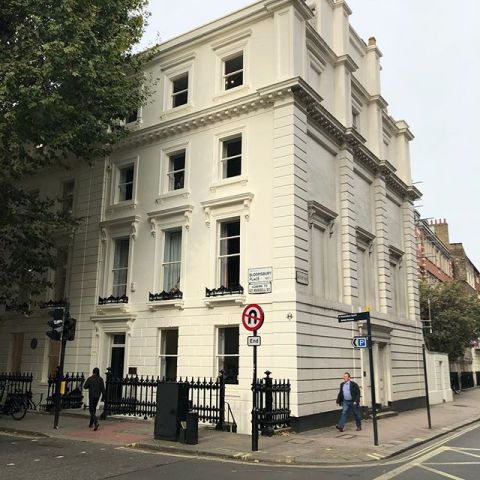 Good as new! #freshpaint  . . . The scaffolding has just come down from the #iesabroadlondon center! Our building dates back to the Georgian  period (1700s) - but we keep it looking young! What a difference a new coat of paint makes... now we just have to paint the sides! . . . #iesabroad #studyabroad #internabroad #paintabroad