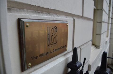 """gold plaque on building engraved with """"IES Abroad The William L Gaines Centre"""""""