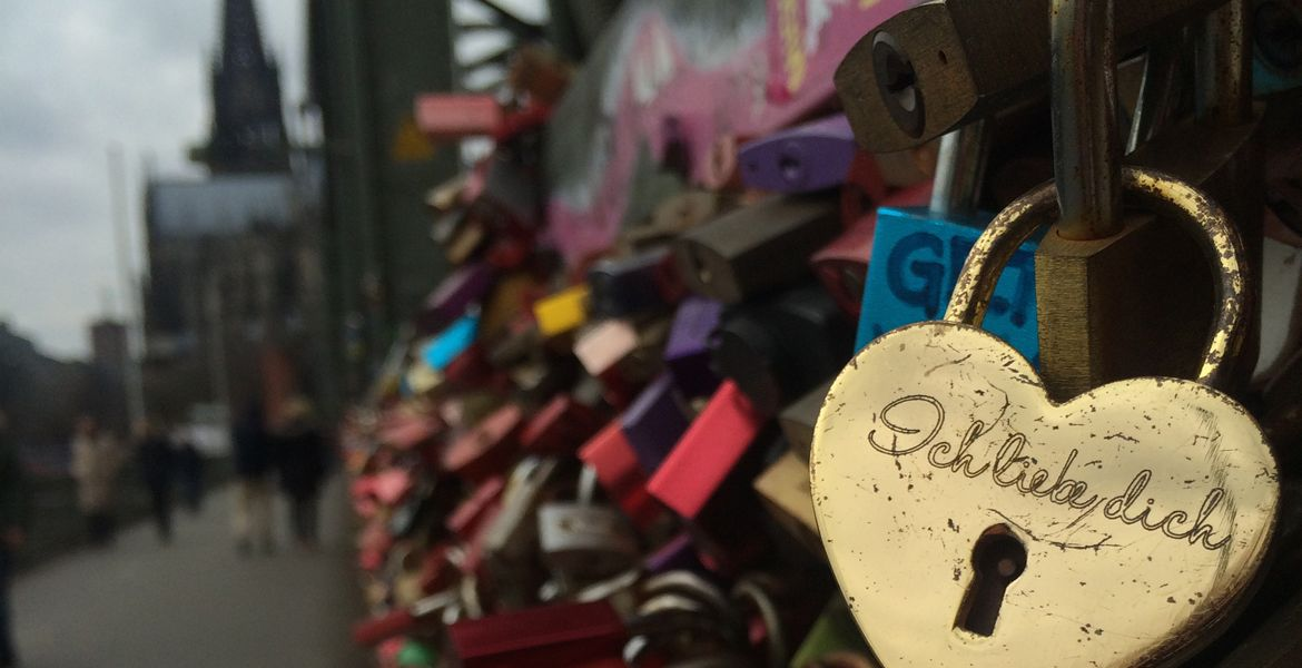 Ich liebe dich on lock bridge in Cologne, Germany