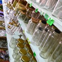 Jar collection in Tigre market